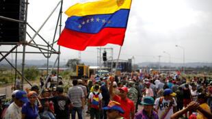 Venezuela: Phe ủng hộ chính quyền tập hợp ở Tienditas, vùng biên giới Colombia và Venezuela. Ảnh ngày 22/02/2019.