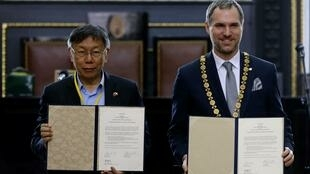 布拉格市长赫瑞普与台北市长柯文哲签署协议,布拉格与台北缔结为姊妹市。