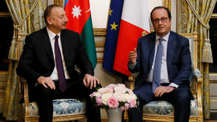 French President Francois Hollande and Azerbaijan's President Ilham Aliyev  at the Elysee Palace in Paris in 2017