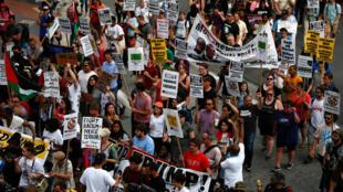 Protesto em frente da Convenção Nacional Republicana em Cleveland, Ohio, EUA, 17 de julho de 2016.
