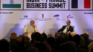 O presidente François Hollande e o premiê indiano, Narendra Modi, em Nova Déli.