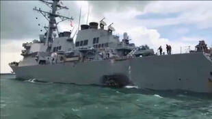 នាវាពិឃាតអាមេរិក USS John McCain ក្រោយប៉ះទង្គិចជាមួយកប៉ាល់ប្រេង ថ្ងៃ២១សីហា២០១៧
