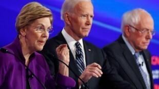 Os  três veteranos candidatos à  investidura democrata, Elizabeth Warren, Joe Biden e Bernie Sanders durante o último.Houston 14 janvier 2020.