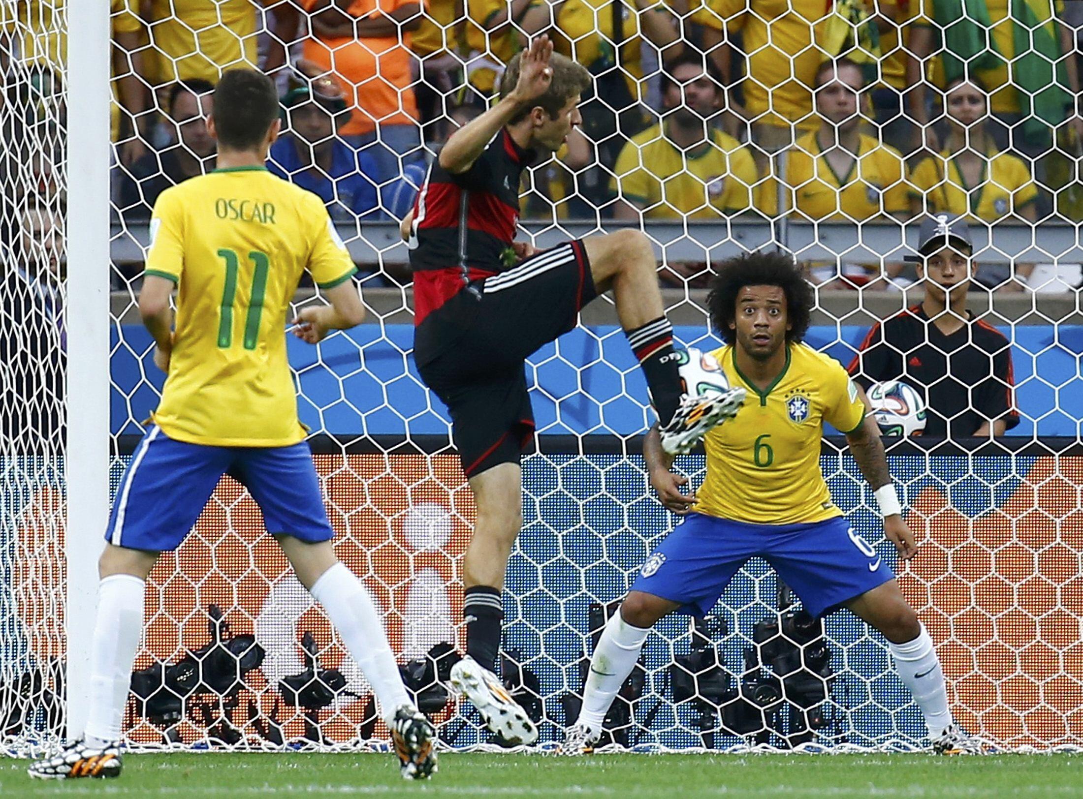 Singapore chê Đức khi chiếu phim chống cá độ bóng đá, nhưng Đức lại thắng Brazil với tỷ số 7-1 / REUTERS - Kai Pfaffenbach