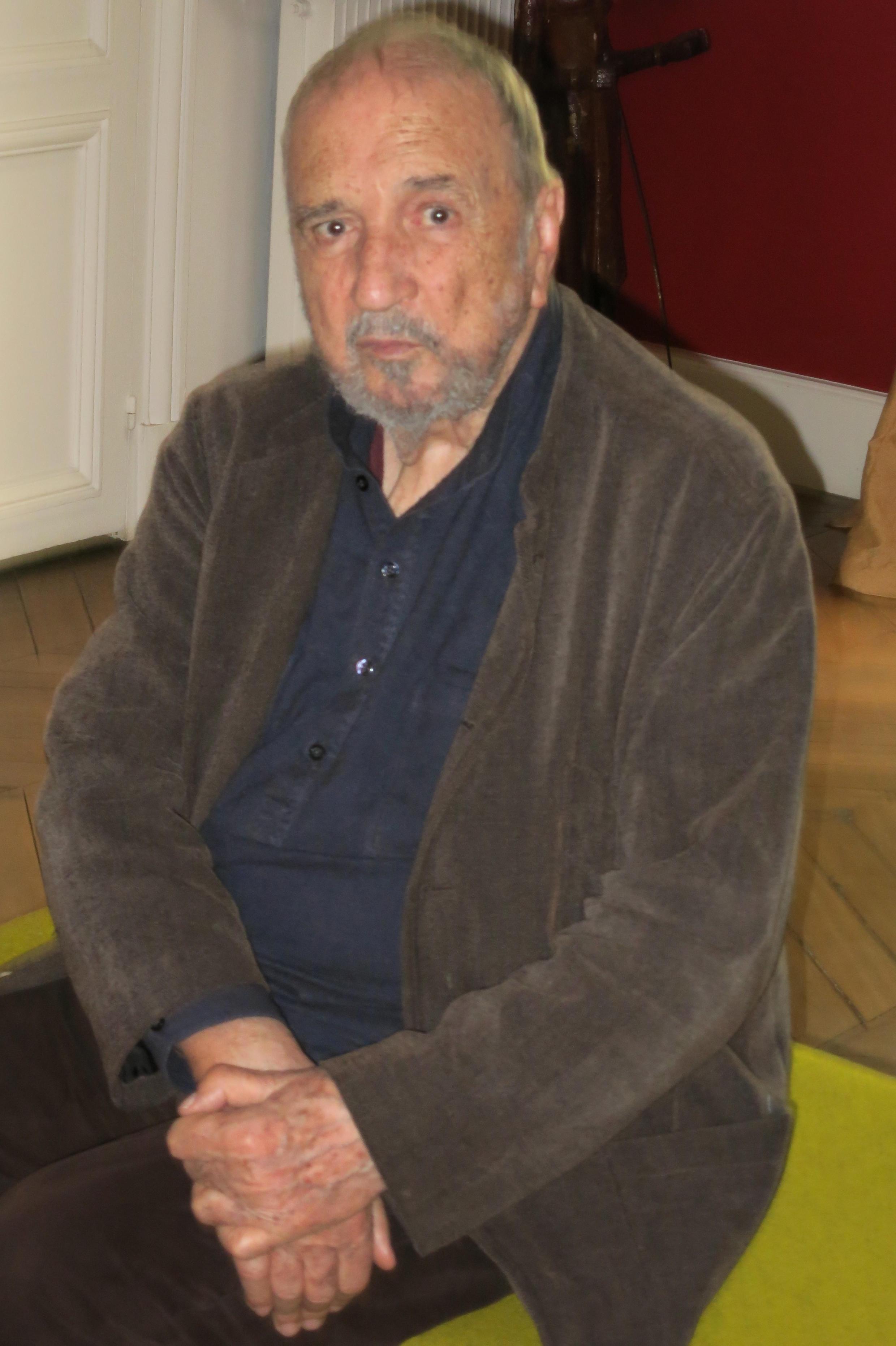Jean-Claude Carrière est scénariste, cinéaste et écrivain.