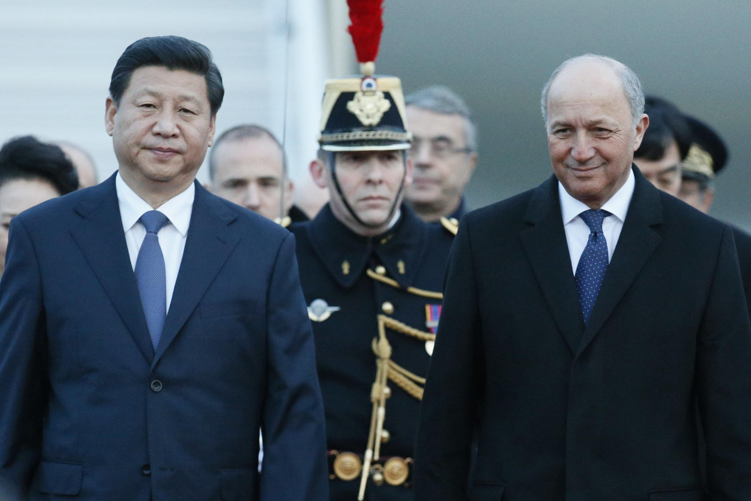 Chinese President Xi Jinping (left.) and the French Foreign Affairs minister Laurent Fabius, at the Lyon-Saint-Exupéry airport, March 25 2014.
