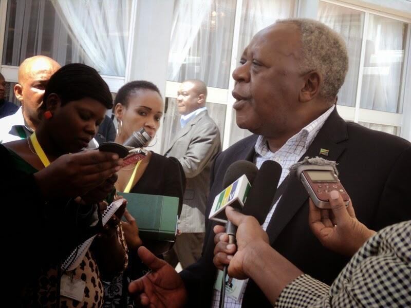 Mwenyekiti wa Bunge Maalum la katiba, Samuel Sitta, akielezea kuhusu uamzi wa baadhi ya wabunge waliojiundoa Bungeni.