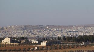 """Vista da cidade de al-Bab, palco de confrontos entre rebeldes """"pró-turcos"""" e jihadistas do grupo Estado Islâmico. Foto tirada em fevereiro de 2017."""