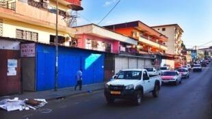 Une rue de Libreville où les magasins avaient été fermés dans l'attente des résultats de l'élection présidentielle gabonaise.
