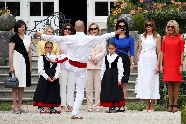Les épouses des dirigeants présents au G7 de Biarritz suivent un programme culturel en parallèle aux discussions de leurs époux.