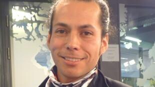 Emanuel Rojas en los estudios de RFI
