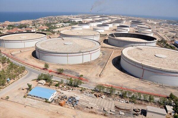 جزیره خارک مهم ترین پایانه صدور نفت ایران را در خود دارد