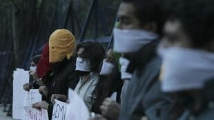 维基解密创始人阿桑奇的支持者8月22日在美国驻墨西哥大使馆门前抗议