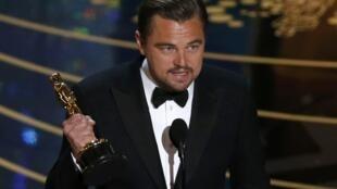 Леонардо Ди Каприо с актерским Оскаром