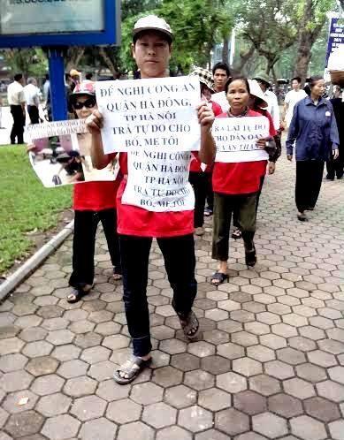 Dân Duowng nội biểu tình tại Hà Nội ngày 30/4/2014.