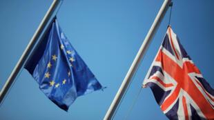 """O """"Brexit"""" é a abreviação das palavras em inglês Britain (Grã-Bretanha) e exit (saída). No próximo 23 de junho os eleitores britânicos votarão para permanecer na União Europeia ou não."""