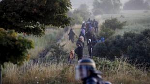 В ночь со 2 на 3 августа полиция зафиксировала 1700 попыток нелегальных мигрантов проникнуть в Евротуннель.