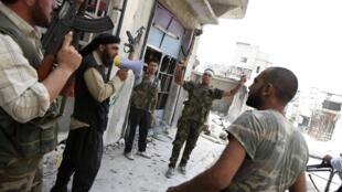 Quân đội Syria Tự do ở phía bắc thành phố Alep, ngày 30/08/2012