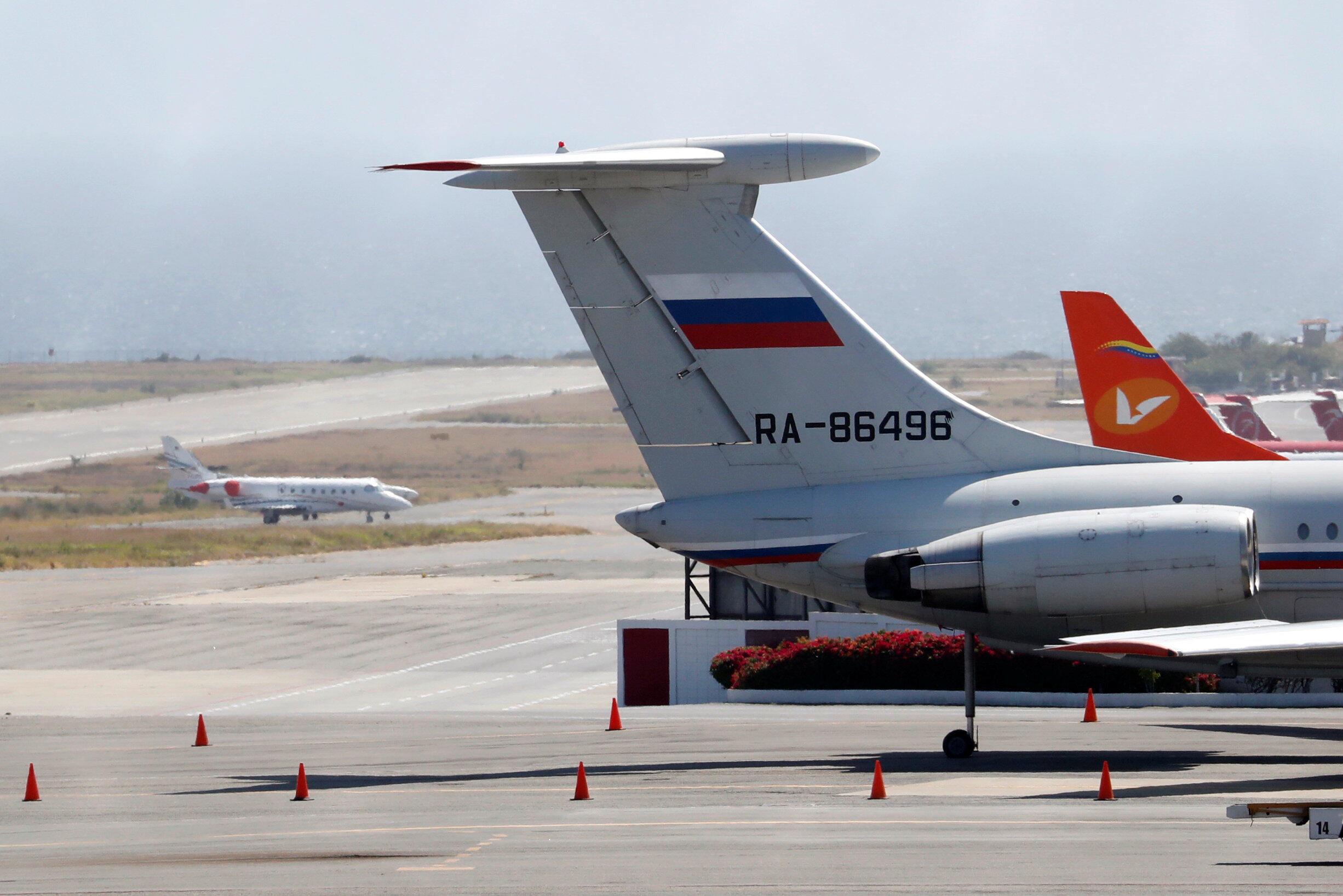 Un avion portant le drapeau russe à l'aéroport international Simon Bolivar de Caracas, le 24 mars 2019.