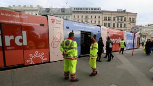 Le tramway converti en centre de vaccination contre la grippe à Vienne le 1er octobre 2020.