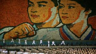 平壤体育中心五一节庆祝活动场面