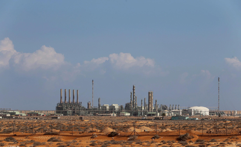 Deux champs pétroliers ont été attaqués par les brigades de défense de Benghazi et d'autres milices islamistes, début mars 2017. (Photo : le complexe pétrolier de Ras Lanouf).