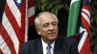 Stephen Rapp, ambassadeur extraordinaire des Etats-Unis en charge des crimes de guerre, lors d'une conférence de presse à Nairobi, capitale du Kenya, le 16 novembre 2009.