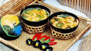 O tacacá, com camarão, tucupi e jambu, é um dos pratos típicos paraenses