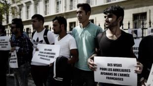 Manifestation de réfugiés afghans qui ont été interprètes auxiliaires pour l'armée française devant le ministère de la Défense, à Paris le 9 septembre 2018, demandant des visas et de la protection.