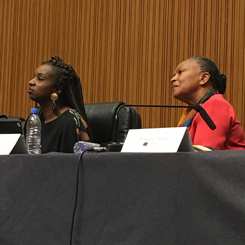 Nafissatou Dia Diouf (g) et Christiane Taubira aux Ateliers de la pensée 2019, le 31 octobre à Dakar.