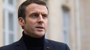 امانوئل ماکرون، رییسجمهوری فرانسه، در یک پیام توئیتری همزمان با روز جهانی حقوق بشر، بازداشت دو شهروند فرانسوی در ایران را امری «غیرقابل تحمل» خوانده و خواستار آزادی «بیدرنگ» آنان شد.
