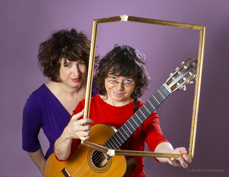 O duo Aurélie e Verioca preparou um show musical com toques teatrais para se adaptar ao público do Festival de Avignon