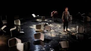 « Place », une pièce pleine d'humour et de poésie de la jeune Tamara Al Saadi au Festival d'Avignon.