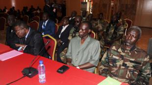 Mohamed Moussa Dhaffane (d), ex-figure de la coalition Seleka , le 9  janvier 2013 à Libreville.