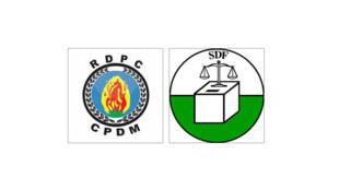 Les sigles du Rassemblement démocratique du peuple camerounais (RDPC)  et du Social Democratic Front (SDF)