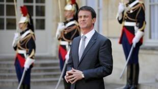 هدف از دور مانوئل والس  سفر نخست وزیر فرانسه به خاورمیانه، توسعۀ مناسبات سیاسی-تجاری با کشورهای منطقه و بررسی بحرانهای منطقه اعلام شده است.