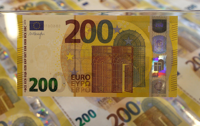 Pendant la crise du coronavirus tous les États ont massivement emprunté pour soutenir coûte que coûte leur économie. Sur la photo, des billets de 200 euros.