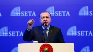 Le président turc Erdogan à Istanbul, le 11 février 2017, lors d'un symposium sur le système présidentiel.