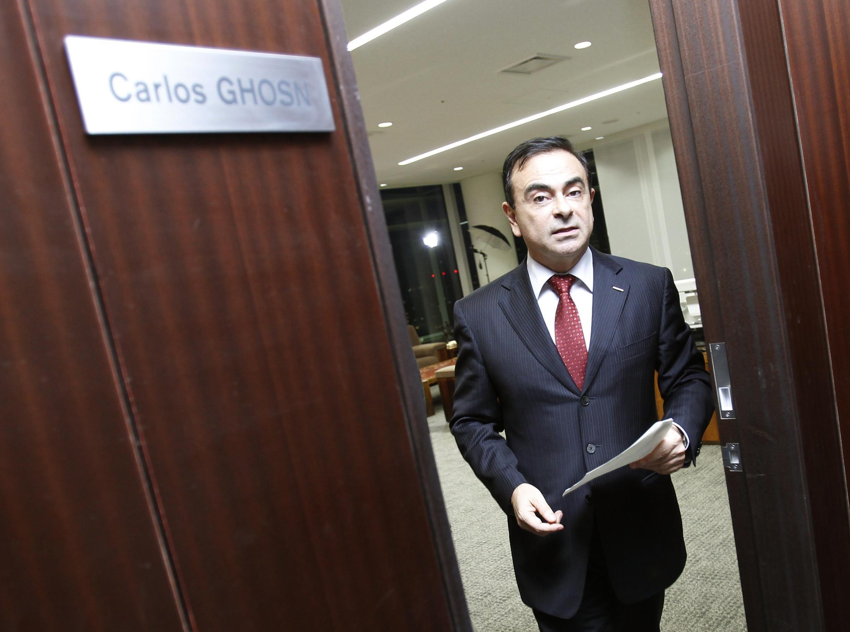 Президент компании «Рено-Ниссан» Карлос Гон на пороге своего кабинета в Йокагаме