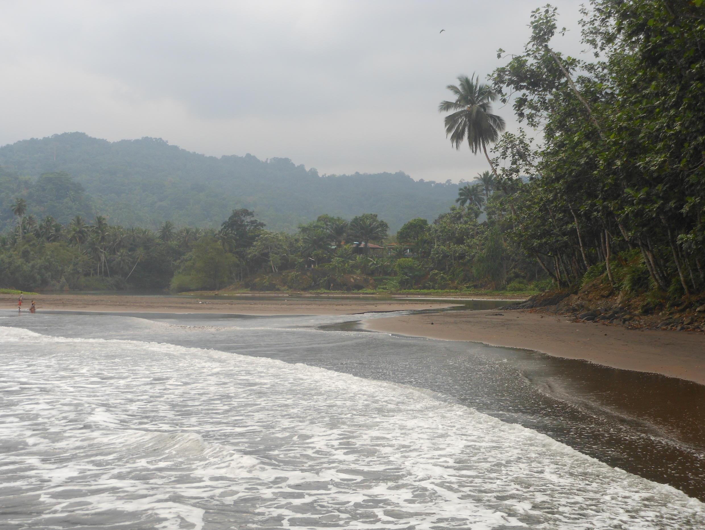 Praia de São João dos Angolares na ilha de São Tomé