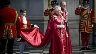 Rainha Elizabeth II durante cerimônia da Ordem do Império Britânico, em Londres, nesta quarta-feira.