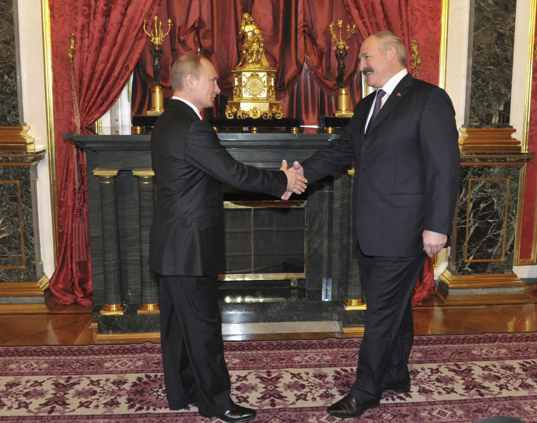 Что стоит за рукопожатием российского и белорусского президентов?