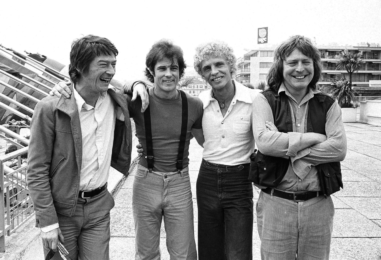 """Команда """"Полуночного экспресса"""" на 31 Каннском фестивале. Слева направо: актеры Джон Херт и Брэд Дэвис, Билли Хэйс (по автобиографической книге которого был снят фильм) и режиссер Алан Паркер. Фото 18 мая 1978 г."""