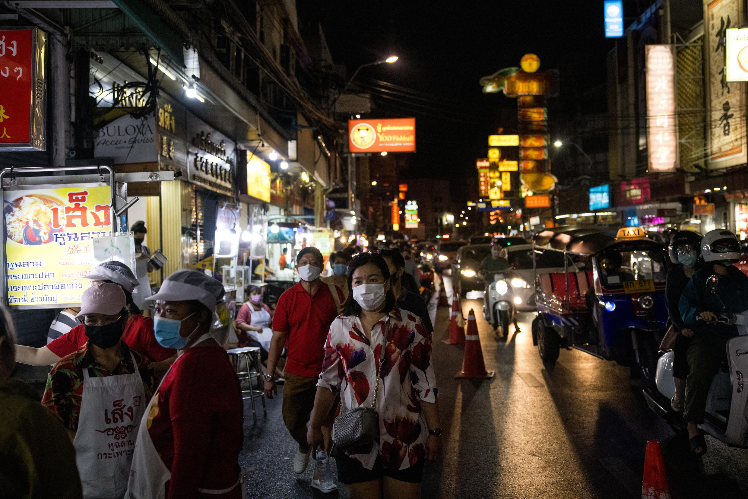 A ban on bars, nightclubs and restaurant alcohol sales went into effect in Bangkok