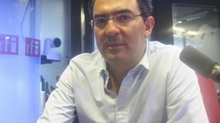 El escitor colombiano Juan Gabriel Vásquez en los estudios de RFI.