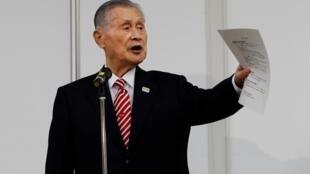 El presidente del comité organizador de los Juegos Olímpicos de Tokio, Yoshiro Mori, durante una rueda de prensa en Tokio, Japón, el 4 de febrero de 2021
