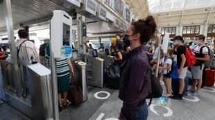La SNCF a commencé le mardi 21 juillet à tester un dispositif de prise de température des passagers dans trois gares parisiennes.