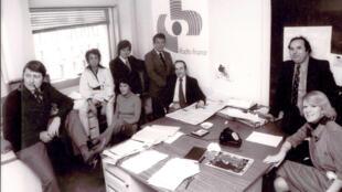 Afrique Matin démarre avec Guy Riboreau, Edwige Munoz, Pierre Delmas, Marcel Soubrier, Fouad Benhalla.  Au premier rang : Jacqueline Papet, Roland Domergue et Anne Toulouse. (de gauche à droite)