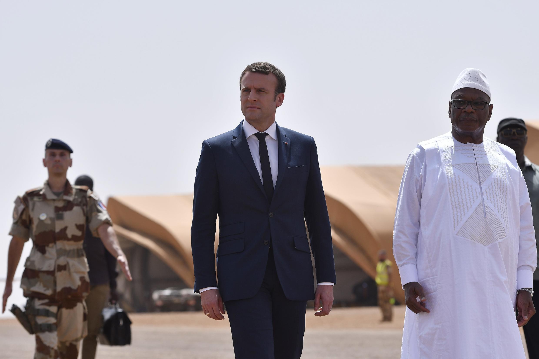 Les président Macron et Keïta, le 19 mai 2017 à Gao, dans le nord du Mali.