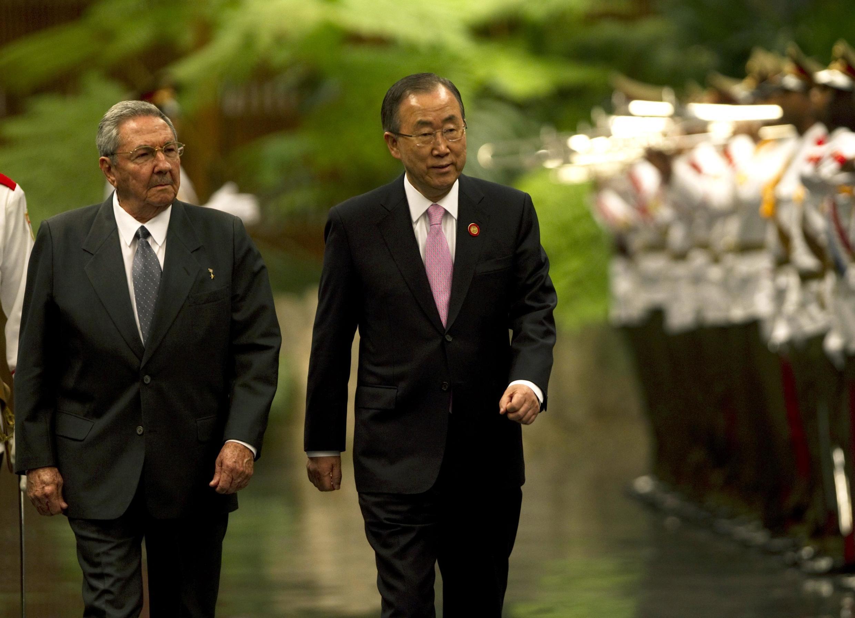El presidente cubano, Raúl Castro, y el secretario general de la ONU, Ban Ki-moon, este 27 de enero en La Habana.
